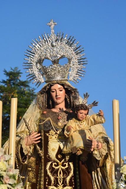 La Virgen del Carmen del Polígono San Pablo salió en rosario vespertino - Arte Sacro