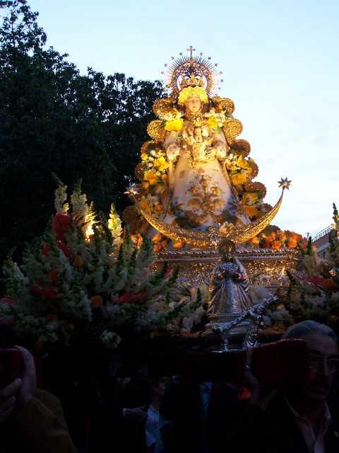 Resultado de imagen de parroquia de San Juan de Ávila, procesión en andas de la Virgen del Rocí
