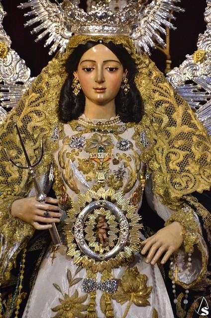 Resultado de imagen de Virgen de la Esperanza Divina Enfermera lanzada