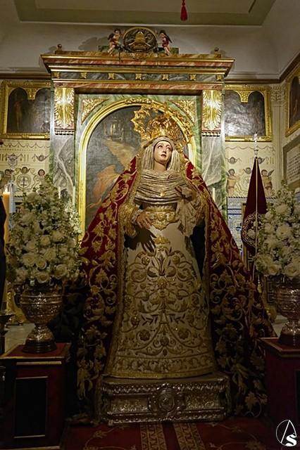 reunirse Virgen pequeña mama en Burgos